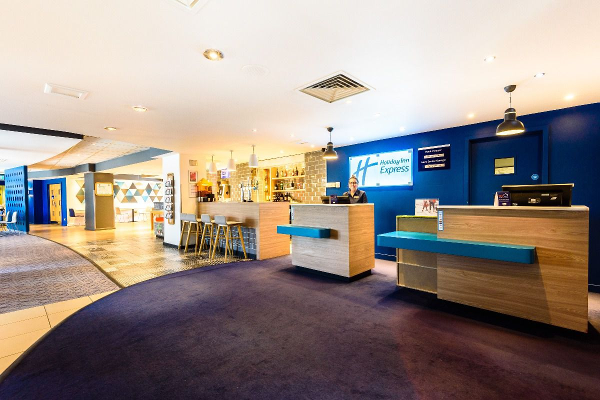 Welcome to Holiday Inn Express Gunwharf Quays